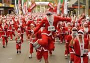 AUSTRALIA-CHRISTMAS-SANTAS