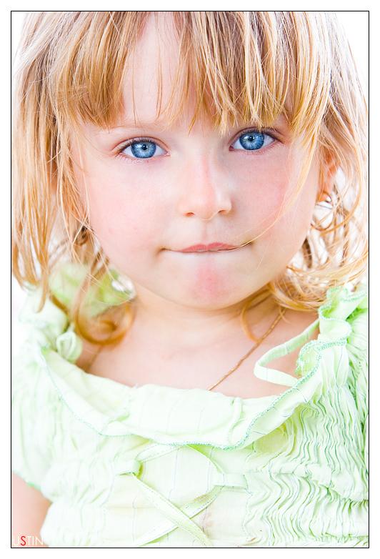 美しい白人の幼女画像