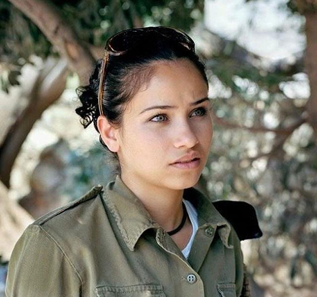 イスラエル軍の女性兵士100