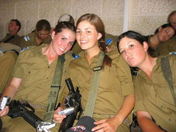 イスラエル軍の女性兵士80