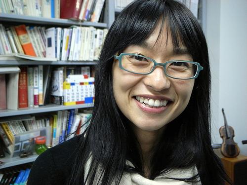 眼鏡をかけた美人女子アナウンサー画像2