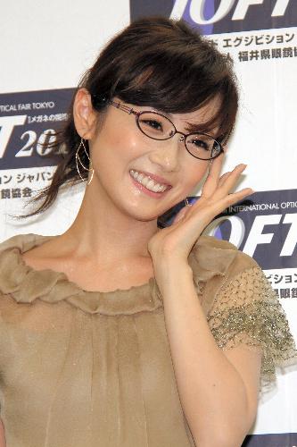 眼鏡をかけた美人女子アナウンサー画像25