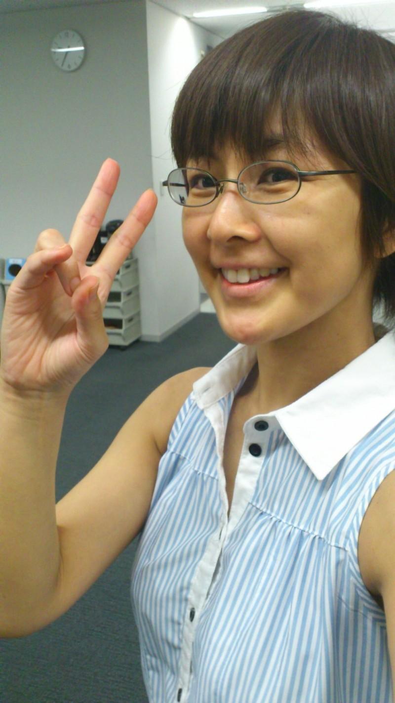 眼鏡をかけた美人女子アナウンサー画像57