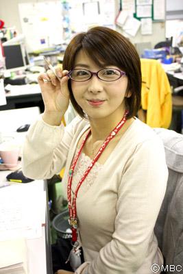 眼鏡をかけた美人女子アナウンサー画像81