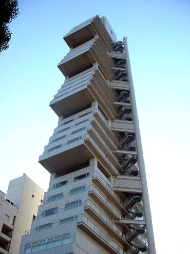 よくわからない建物102