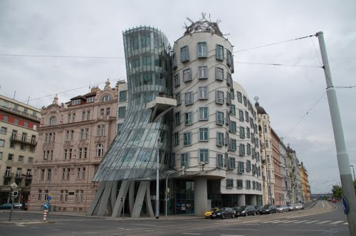 よくわからない建物83